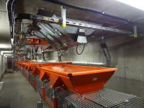 Весовой транспортер, подвешенный в бетонном складе инертных материалов